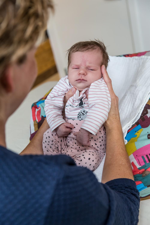 En baby med søvnproblemer er et stort problem. Alle er udmattede. Men der er hjælp at hente også hvis du oplever, at det sover meget og er ukontaktbar. Blid behandling med Biodynamisk Kranio-Sakral Terapi kan ændre hverdagen fuldstændig. Ring/ sms til eksamineret børne terapeut, Lis Hauge, på 40199714 og få hjælp nu.
