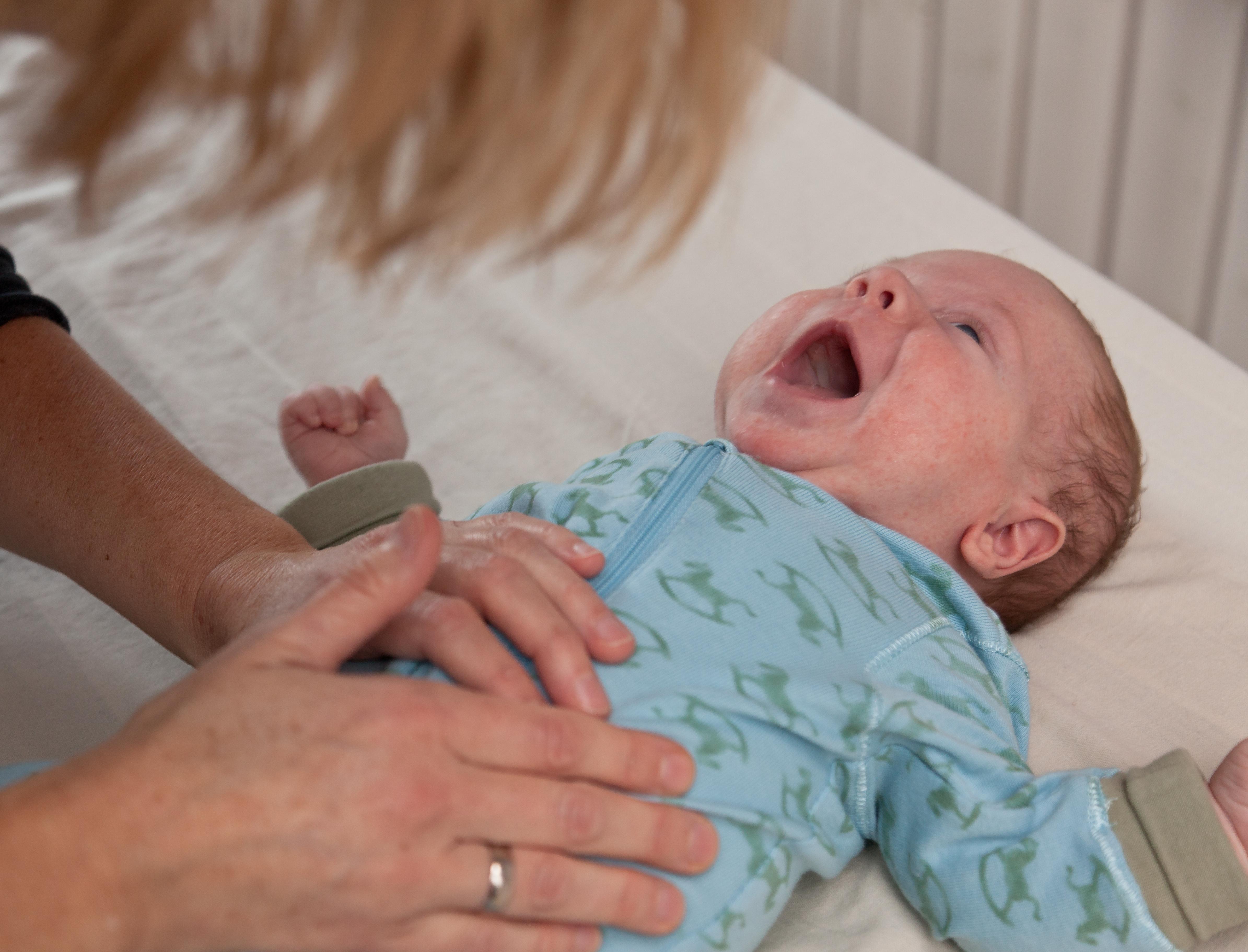 Babyer med refluks, der gylper meget, måske eksplosivt, ser jeg ofte her i klinikken. Prøv blid og effektiv behandling med Biodynamisk Kranio-Sakral Terapi. Kontakt eksamineret børne terapeut, Lis Hauge. Ring/sms på 40199714, og bestil tid i dag!