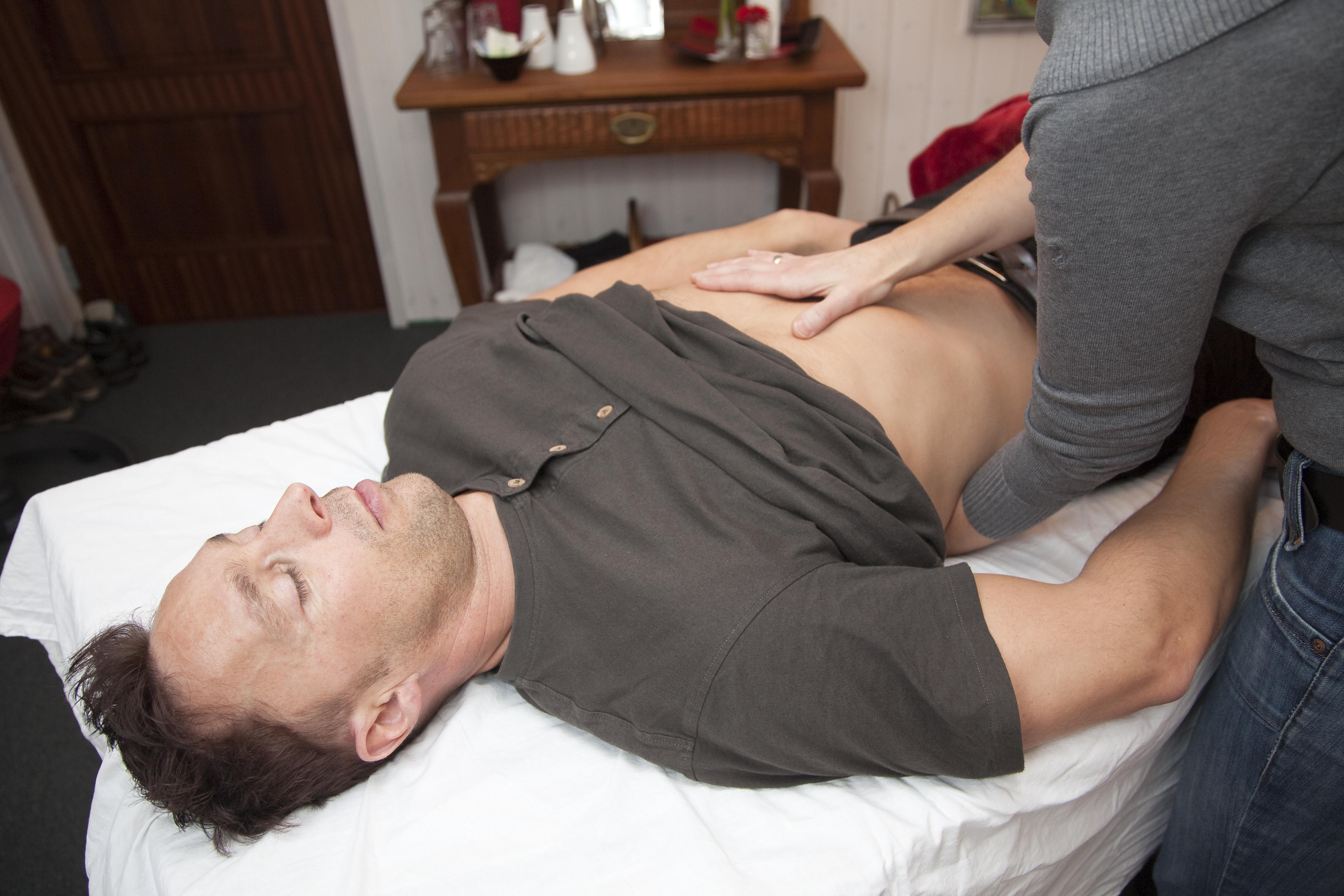 Ondt i nakken, lænden, ryggen, skuldrene eller kæberne er for mange nærmest en normalitet i hverdagen. Man tager automatisk et par smertestillende piller og fortsætter med sin hverdag. Men sådan behøver det ikke være. Find årsagen med Biodynamisk Kranio-Sakral Terapi. Kontakt eksamineret terapeut, Lis Hauge, 40199714